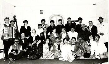 Zespół Teatralny w sztuce Gość Oczekiwany - Zofii Kossak – Szczuckiej – maj 1988 rok, foto A. Iwański