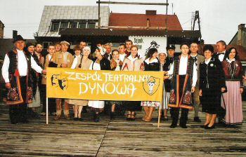 Zespół Teatralny w sztuce Gość Oczekiwany - Zofii Kossak – Szczuckiej podczas XXII Ogólnopolskiego Sejmiku Teatrów Wsi Polskiej w Tarnogrodzie, 2005 rok. Foto A. Iwański.